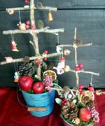 枝を組んで作ったクリスマスツリー。