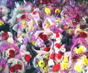 3月は卒業式シーズン。1日に100束近い花束を作る日も。