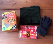 手袋、ネックウォーマーや、カイロ等で防寒予定。
