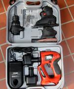 購入した電動工具セット。頭の部分が取り外せて、いろんな工具に変身します。
