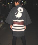 鳶(とび)のシンボル、「まとい」の絵の半纏(はんてん)。町会の半纏などを着ていないと本神輿を担ぐことはできません。