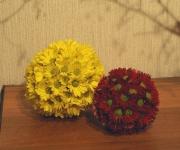 秋の花、菊をたっぷり使ったフラワーボールです。