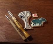 手作りの「消しゴムはんこ」で、年賀状制作中です。