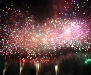 お客様からお誘い頂き足立の花火大会に。土手で寝転がって見た花火はすごく綺麗でした。