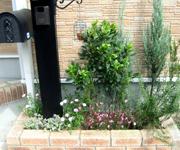After:お客様宅の花壇も秋に模様替え。夏の間にボウボウになった花壇をキレイにしました。