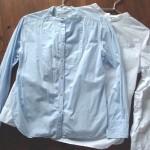 洗いざらしのコットンシャツ。