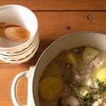 長時間加熱しても香りがとばないハーブを使った煮込み料理。