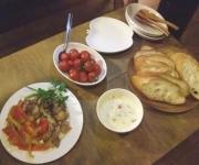 我が家で不定期開催のハーブ料理教室。クラムチャウダーやチキンソテーを作りました。