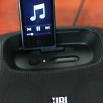 小さくて持ち運びに便利。Ipod nanoとスピーカー。