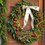 特大クリスマスリース。針葉樹の良い香り。
