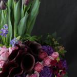春の花を使ったオープン祝いのアレンジメント。