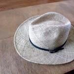 こんな麦わら帽子をかぶって庭仕事をする日も!