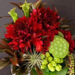 個性的な花材を使用したインパクトあるデザイン。