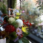 松や菊を用いた迎春用アレンジ。