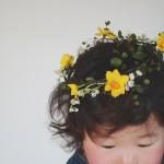 誕生日の記念にスズランと黄房水仙の花冠を。